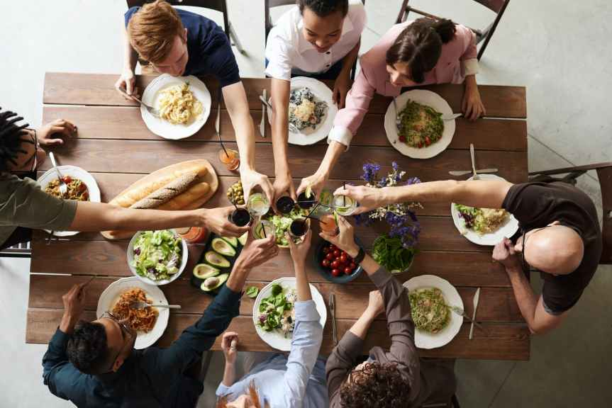 10 Simple Table Manners to Keep at Your Next Dinner Party | Leverage Ambition